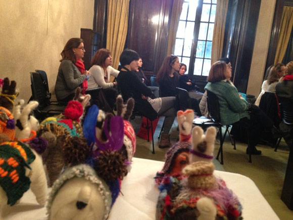 Durante el evento se proyectaron videos de reconocidas mujeres catamarqueñas que han marcado la cultura y el arte provincial